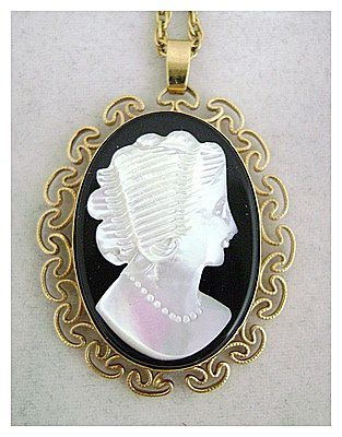Vintage VAN DELL  Mother of Pearl Cameo Gold Filled Locket