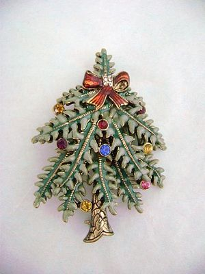 AVON 2004 1st Annual Christmas Tree Pin