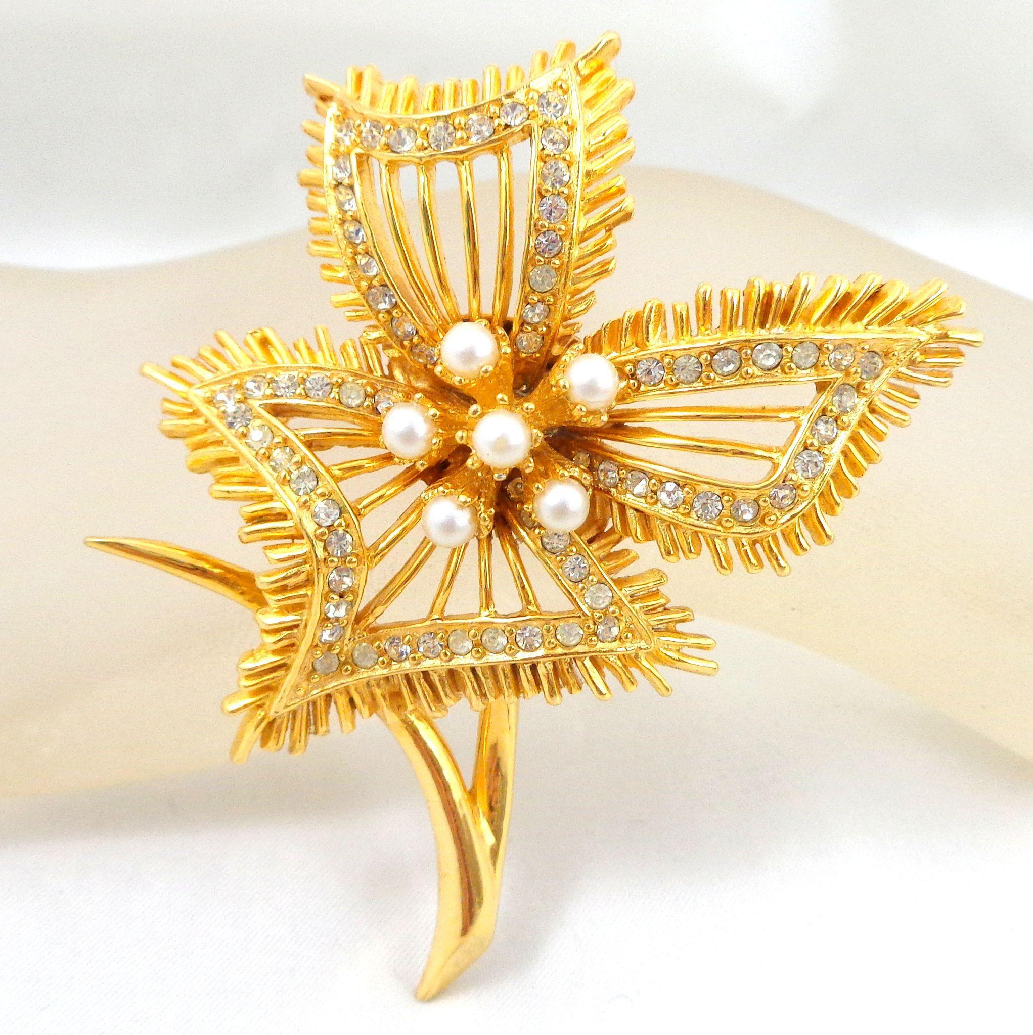 Vintage HATTIE CARNEGIE Dynamic Flower Pin