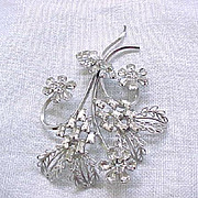 Lovely Star-Art Sterling and Rhinestone Pin
