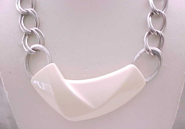02 - Spectacular MOD Trifari Necklace - Cream Lucite, Silvertone Metal