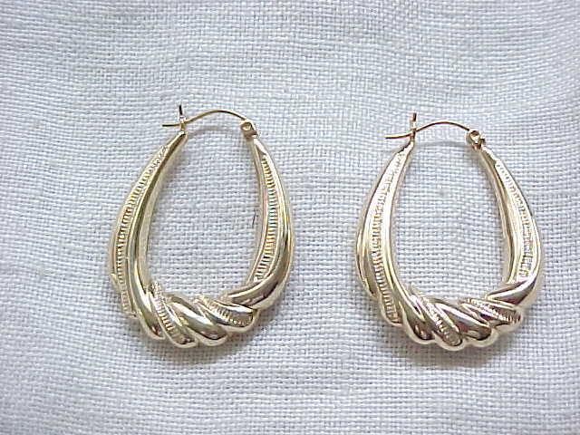 01 - Gorgeous 14 Karat Gold Earrings - Superb Design