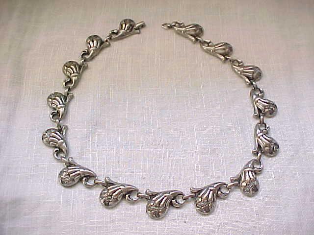 Chic 1940's Necklace - silvertone - High Design
