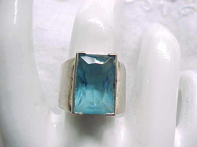 11 - Gorgeous Sterling Silver Ring with Aqua Stone - Size 6