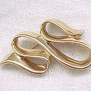 Exquisite 14K Gold Pin - Lovely Fluid Design