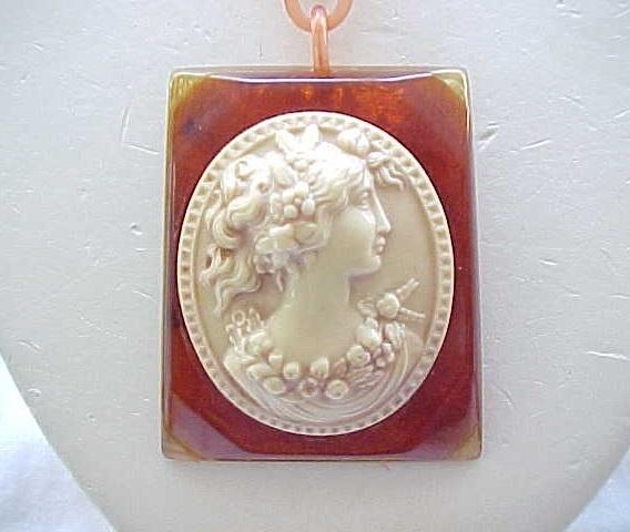 02 - Spectacular Bakelite Necklace & Bracelet with Celluloid Cameo
