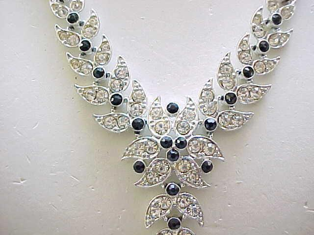 02 - Gorgeous Emmons Y-Shape Rhinestone Necklace