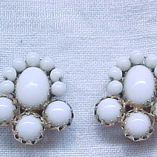 07 - Reinad White Cabochon Clip  Earrings
