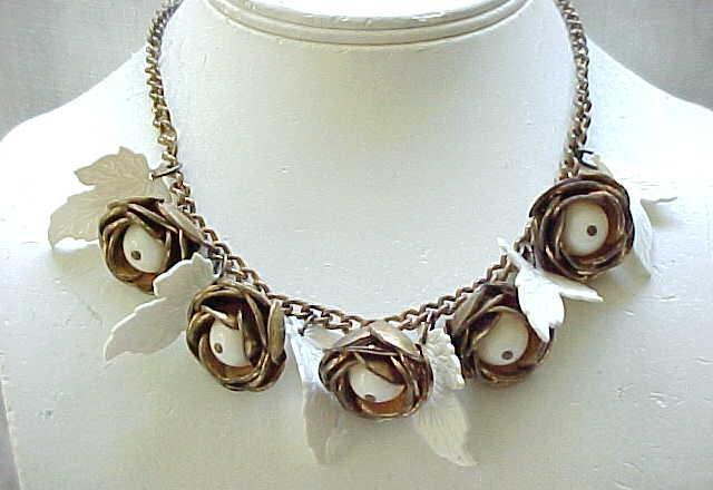 1930's Flower Necklace with Leaves