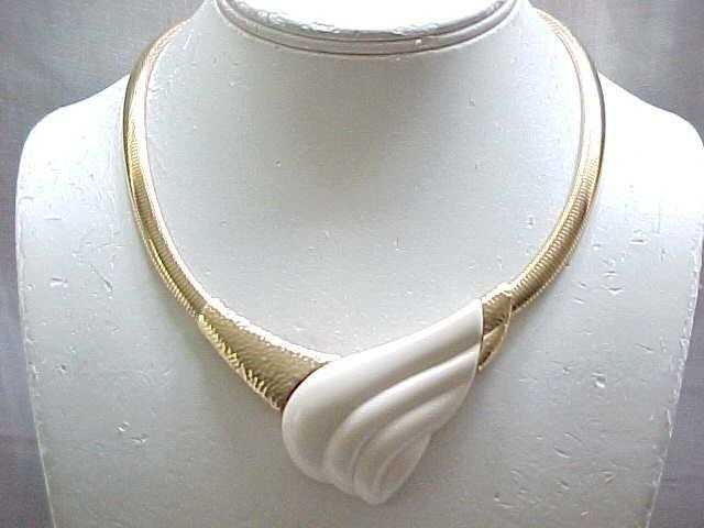 MOD Trifari Cream Colored Necklace