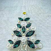 Gorgeous Avon 2011 Christmas Tree Pin