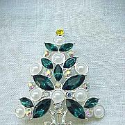 Gorgeous Avon 2011 Christmas Tree Pin