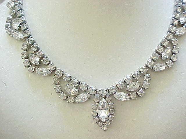 01 - Elegant Diamante Rhinestone Necklace
