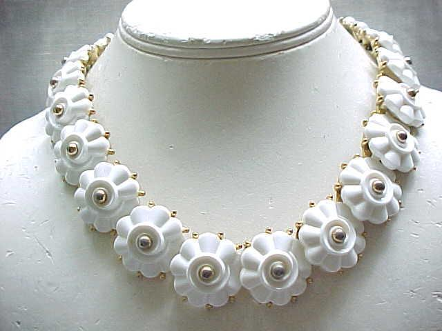 10 - Delightful Trifari White Flower Necklace - Early