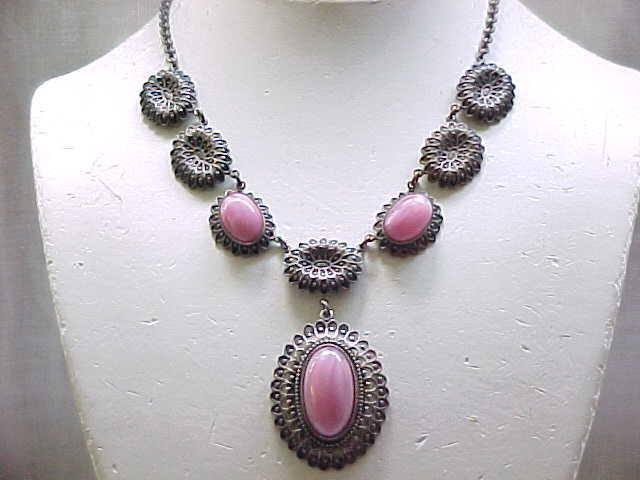 Gorgeous 1930's Necklace Pink Art Glass