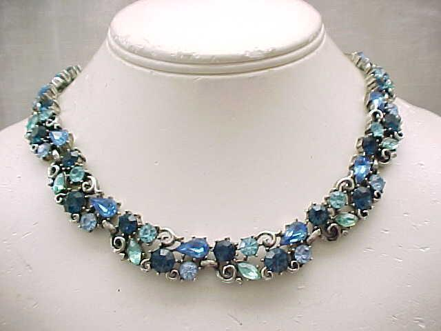 02 - Spectacular Lisner Rhinestone Necklace - Blue & Aqua