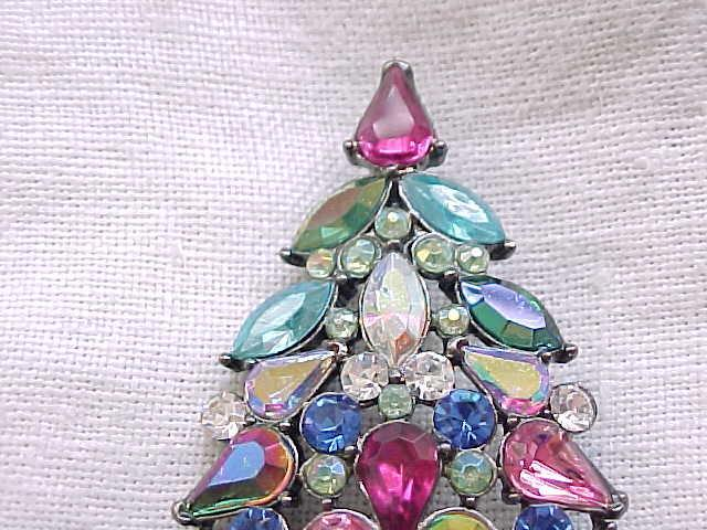 Spectacular Avon Christmas Tree Pin 2006