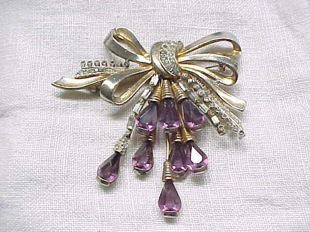 09 - Stunning Bow Pin with Purple Bouquet