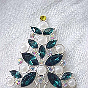 Spectacular Avon 2011 Christmas Tree Pin