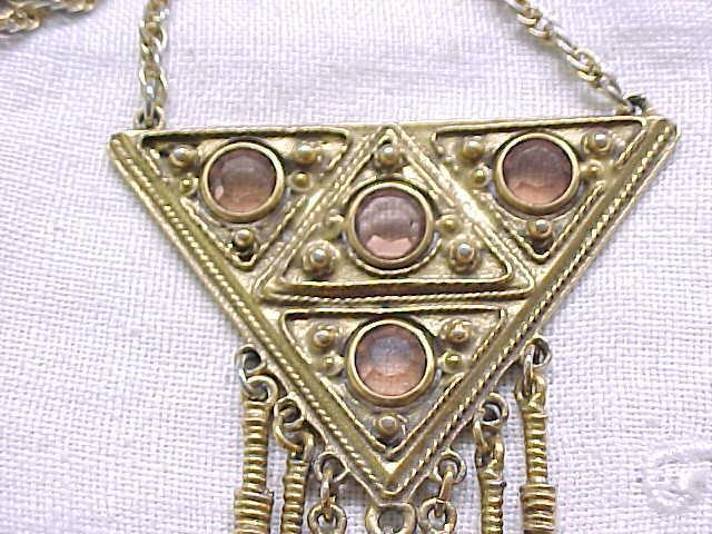 Chic Goldette Pendant Necklace with Amber Color Crystals