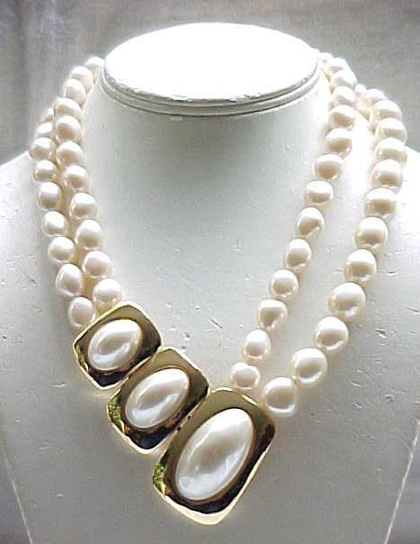 03 - Elegant Asymmetrical Kunio Matsumoto Faux Pearl Necklace Trifari