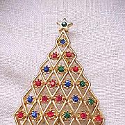 Pretty Rhinestone Christmas Tree Pin