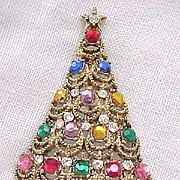 Lovely Hollycraft Christmas Tree Pin