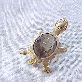 Sweet Turtle Pin/Pendant - Smoky Quartz Stone