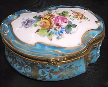 Large China Scallop Porcelain Dresser/ Vanity Box Marked Sèvres