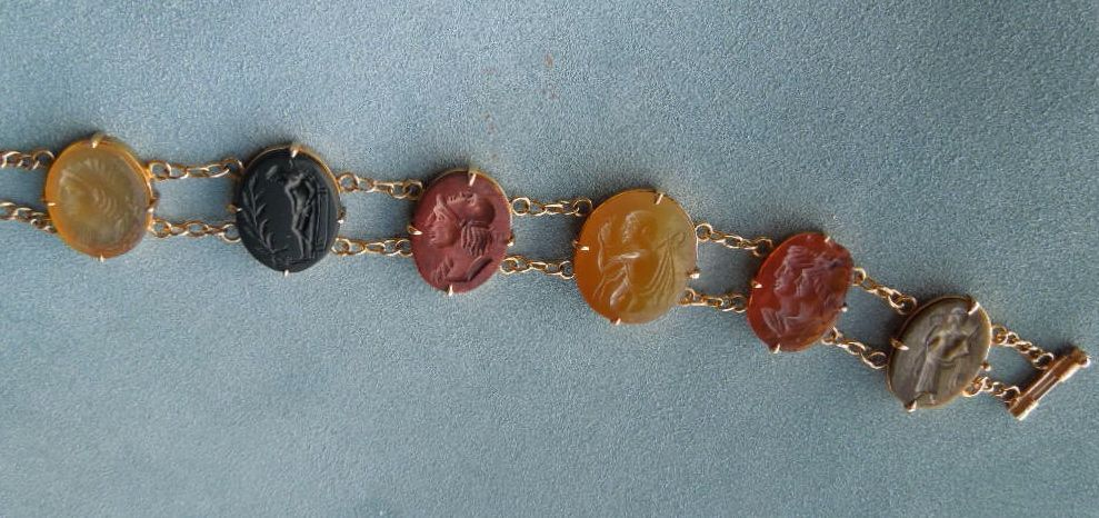 Bracelet of hardstone cameos, Late Victorian