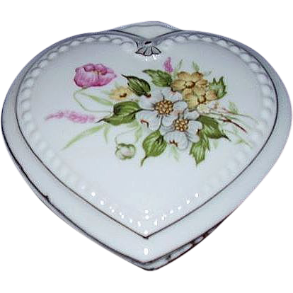 Heart Shaped Porcelain Vanity Box ~ Pretty Dogwood Florals ~ JAPAN