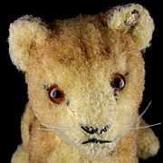 Rare Early Post WWII Tiny Steiff Wool Plush Seated Lion Cub Wild Cat Baby Button and US-Zone Flag