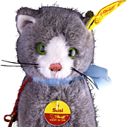 Tiny Fuzzy Sitting Gray and White Steiff Kitten Cat Susi All ID