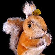 Big Brother Steiff Possy Begging Red Squirrel w Velveteen Nut All ID