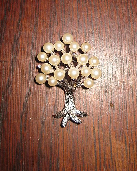 Trifari Silver Tone Tree with a Crowned Head of 18 Faux Pearls