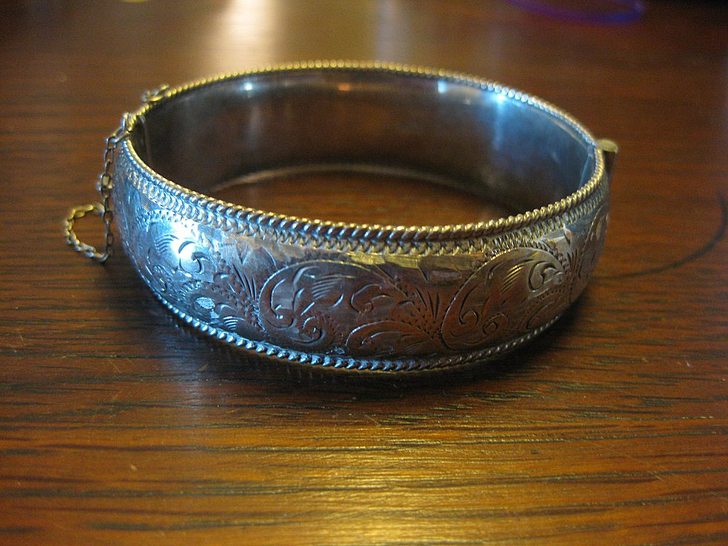 English Sterling Hinged Bangle Bracelet