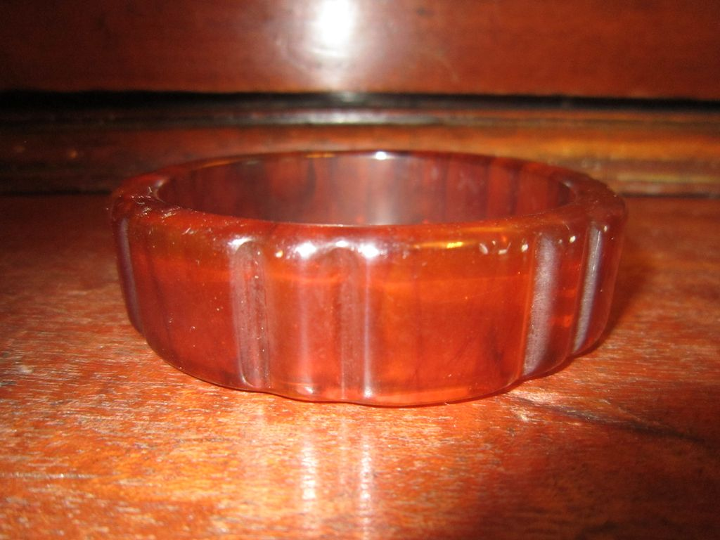 Vertically Ribbed Tortoise Bakelite Bangle
