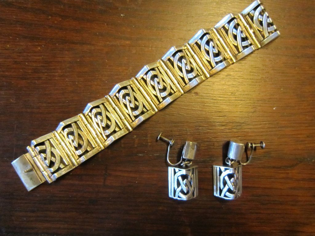 Victoria Sterling Bracelet and Earrings - Taxco - Book Piece