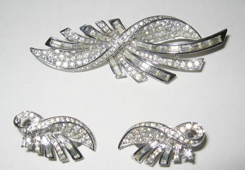 Elegant Pennino Deco Brooch and Earrings