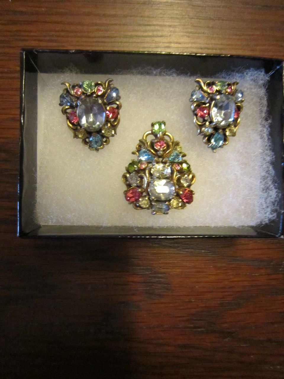 Hollycraft 1950 Brooch and Earrings in Pastels