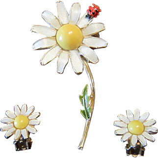 Weiss White Daisy Brooch and Earrings