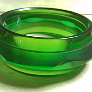 Transparent emerald green bakelite Saturn bangle