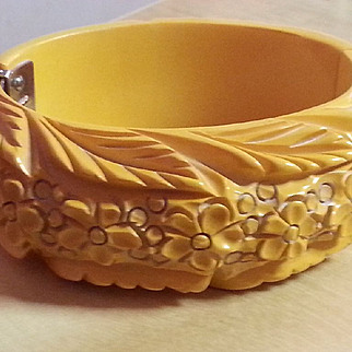 Cream Elaborately Carved Bakelite Hinged Bracelet