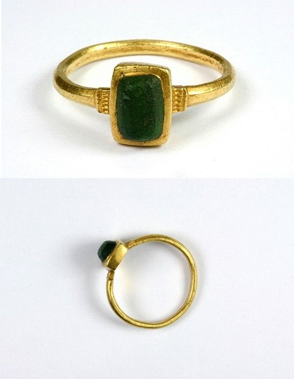 Me val Gold Ring with Glass Imitating Emerald 12th or 13th