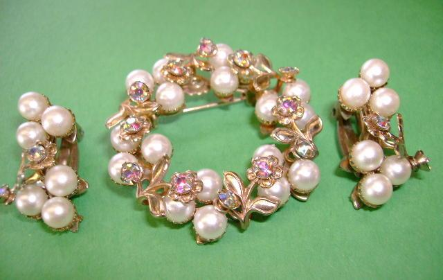 VINTAGE Classic Little Pearl-Bead Brooch with Rhinestones and Clip Earrings