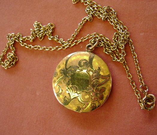 VINTAGE Victorian Engraved Gold Tone Locket Initial CME