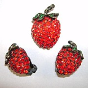 VINTAGE Weiss Strawberry Set  Bright and Shiny!