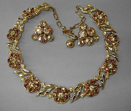 VINTAGE Golden Colored Flower Necklace with Earrings
