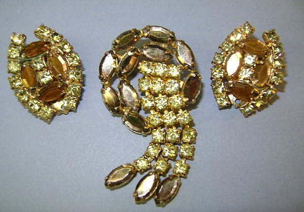 VINTAGE Unusual Brooch with Dangling Rhinestones with Earrings