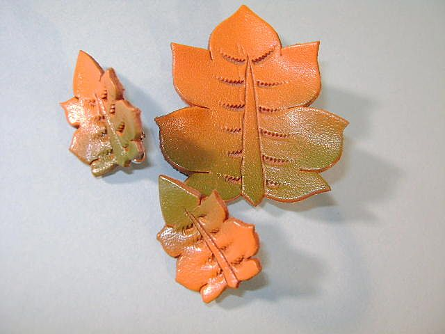 "VINTAGE 50's Leather Brooch and Earrings ""Leaves"""